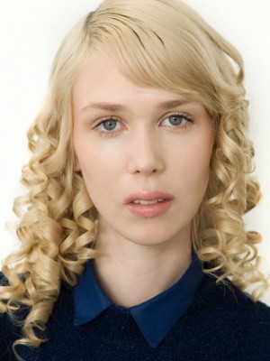 defined curls hairstyle