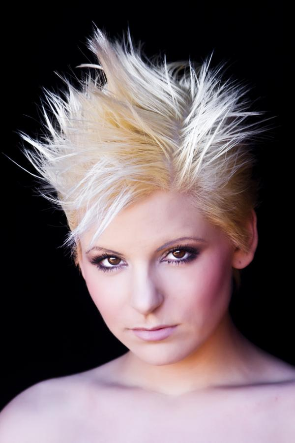 spiky hairstyle for women