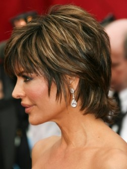 lisa rinna pixie haircut