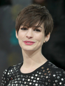 Anne_Hathaway__short_brown__hairstyle