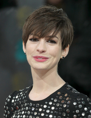 Anne Hathaway S New Short Hairstyles Brown Hairstyle