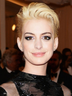 Anne Hathaway S Short Hairstyles 2019 Haircuts