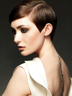 pixie_haircut_with_a_deep_side_part