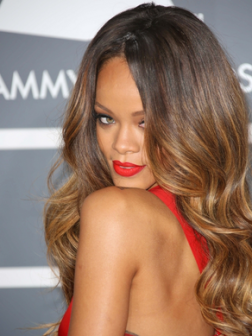 Rihanna_glam_waves_long_hairstyle