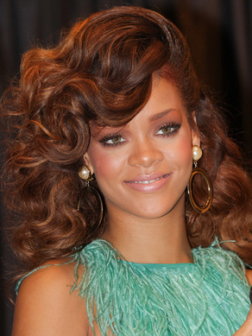 Rihanna_high_volume_wavy_long_hairstyle