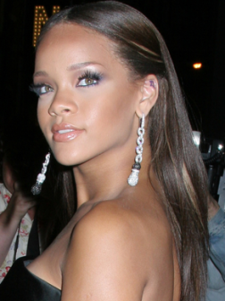 Rihanna_sleek_straight_long_hairstyle