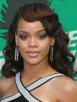 Rihanna_wavy_long_hair