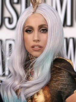lady-gaga-gray-hair-with-blue-tips