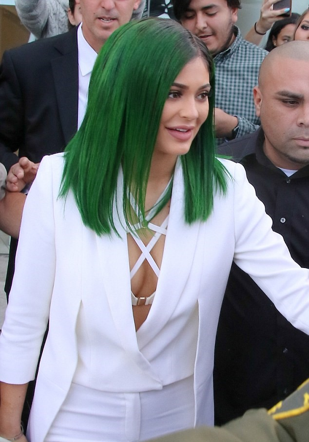 Kylie Jenner S Green Hair Color Ideas For 2016 2019 Haircuts