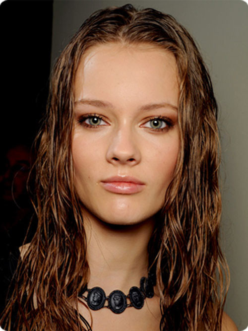 wavy wet-look hairstyle 2016