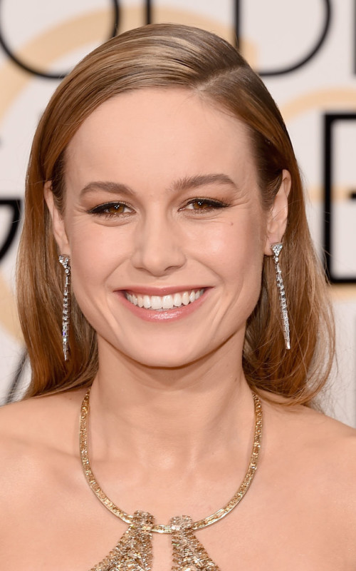 Golden Globe brie larson sleek side parted hairstyle 2016