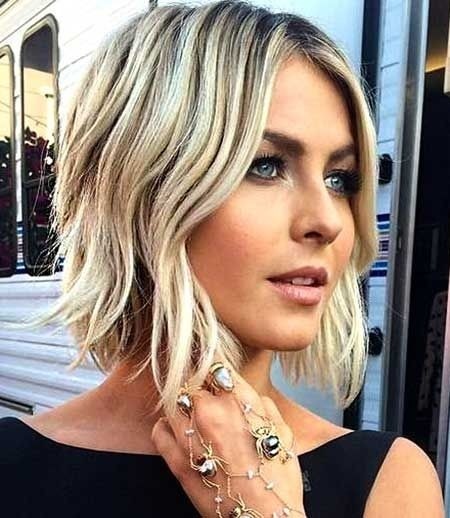 short casual waves hairstyle 2016