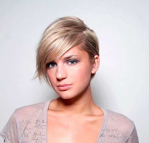 short side parted hairstyle for women 2016