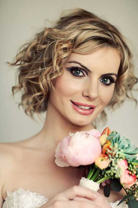 short curly bridal hairstyle