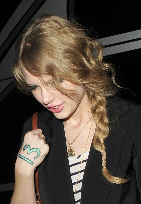 Taylor Swift Long Loose Braid