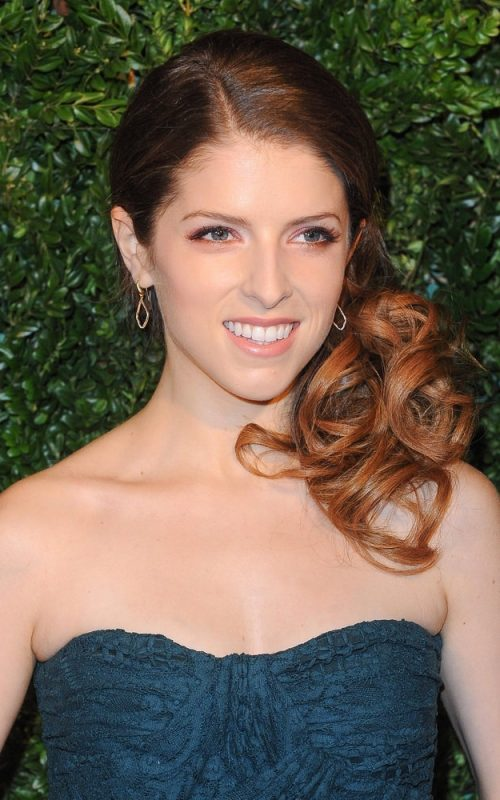 Anna Kendrick side swept hair