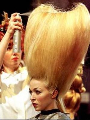 extra voluminous hairstyle