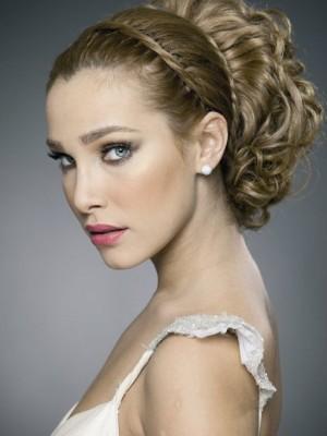 bridal wavy hairstyle