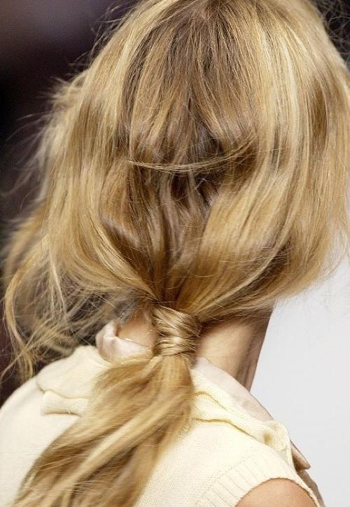 low messy ponytail runway 2022