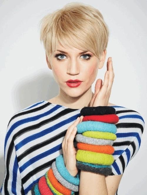 short blonde pixie haircut 2022