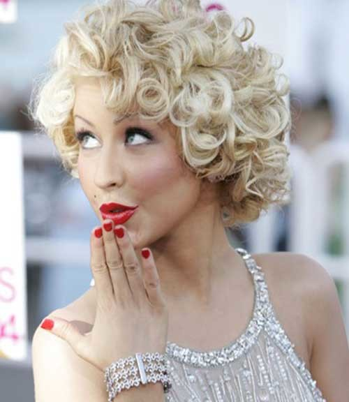 short messy curly bob hairstyle 2022