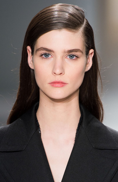 sleek side combed hairstyle for 2016