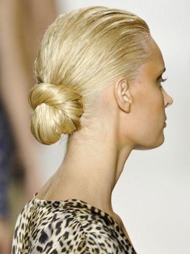 wet-look bun hairstyle 2022