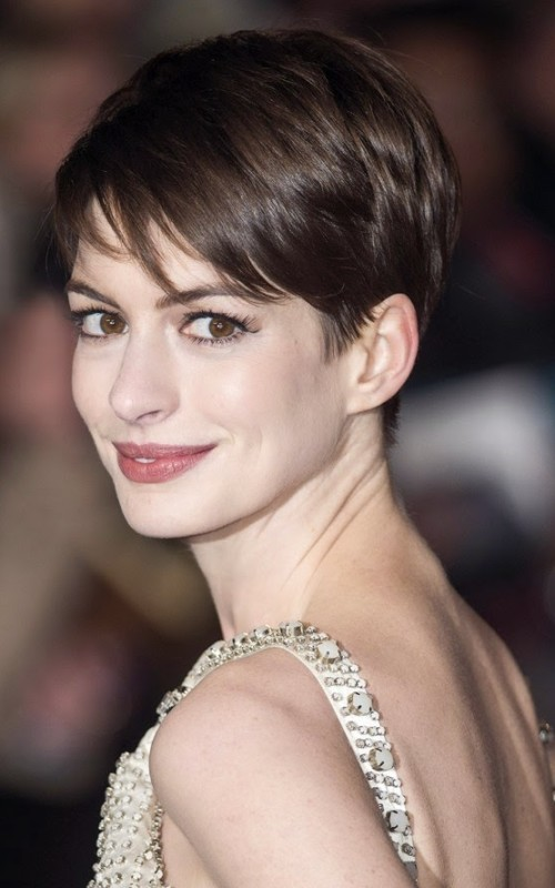Short Layered Straight Side Swept Hairstyle 2016