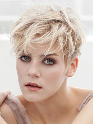 short messy pixie hairstyle 2022