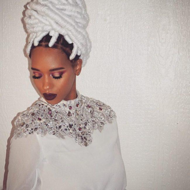 Voluminous yarn bun hairstyle for women 2022