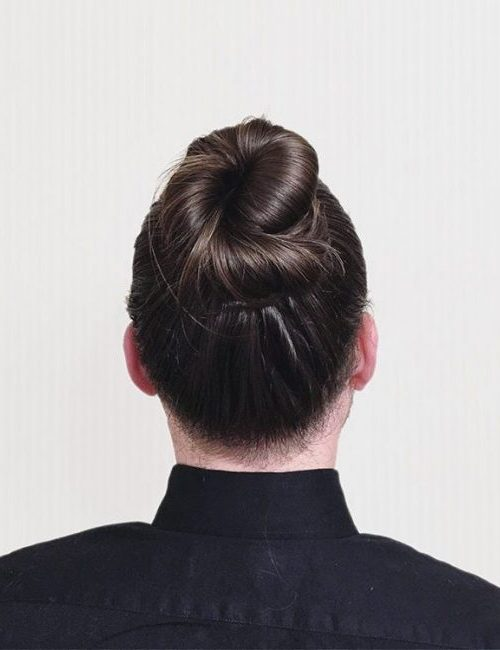 twisted knot hair style
