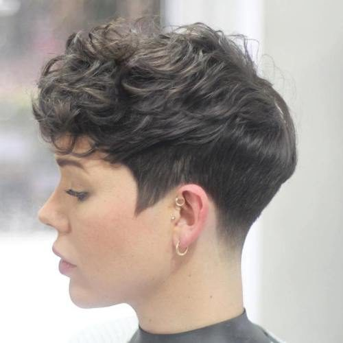 Curly Cheveux Pixie