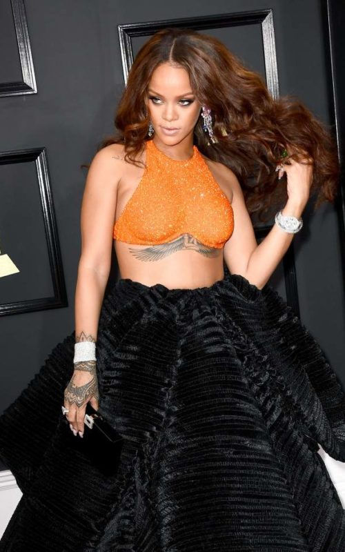 Rihanna long middle-part curls 2017